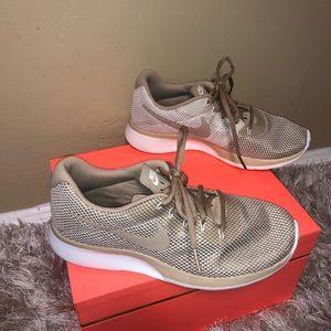 EUC Nike Cream and Tan Sneaker